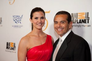 Lu Parker walks the red carpet with Los Angeles Mayor Antonio Villaraigosa